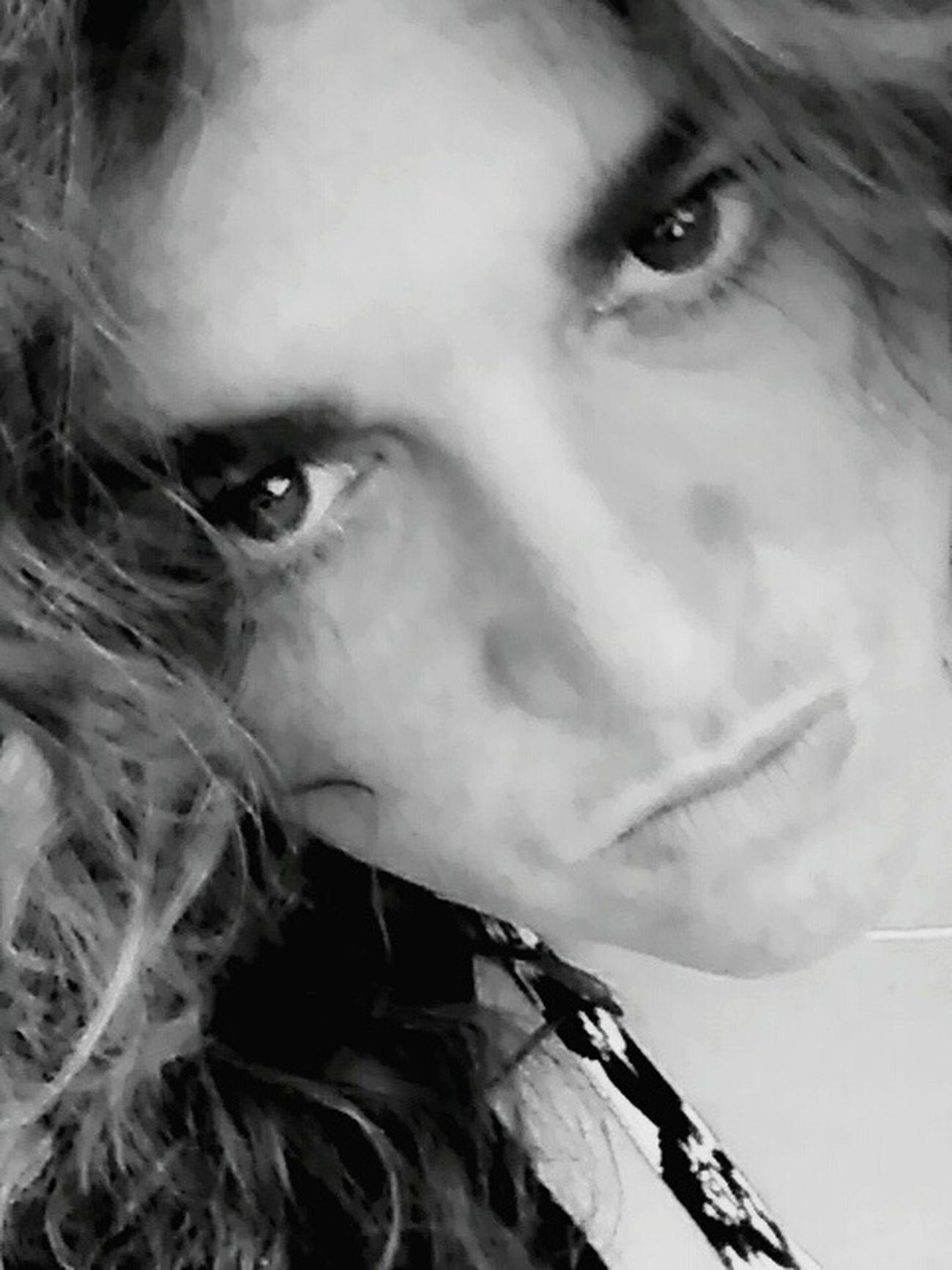 Quand la colère monte...... Angry Face Angry Eyes Womanselfie Regards De Femmes Regarde Au Fond De Moi Et Dis Moi Ce Que Tu Vois ..