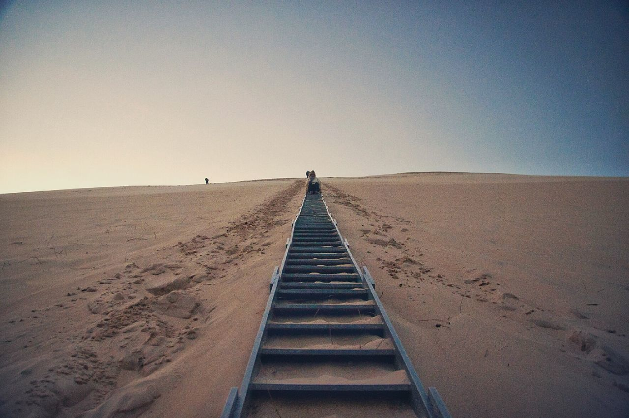 "la escalera del "" panico "" ...el mio https://youtu.be/Ua246qvkEo8 Thas't Me Dune Du Pyla dune Dunes Arena Sand Dune Landscape Stairs EyeEm Nature Lover"