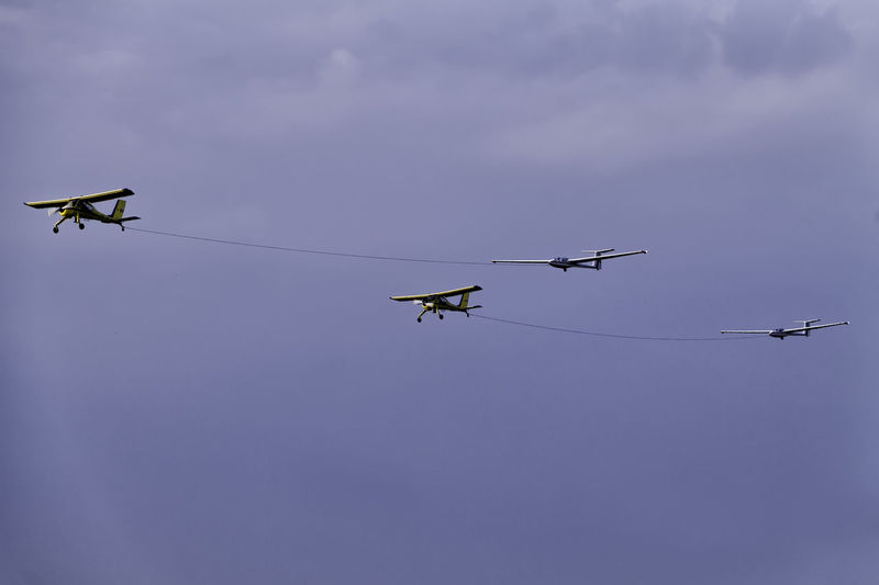Airshow Towing Day Flying Gliders Helicopters Low Angle View Outdoors Sky Teamwork