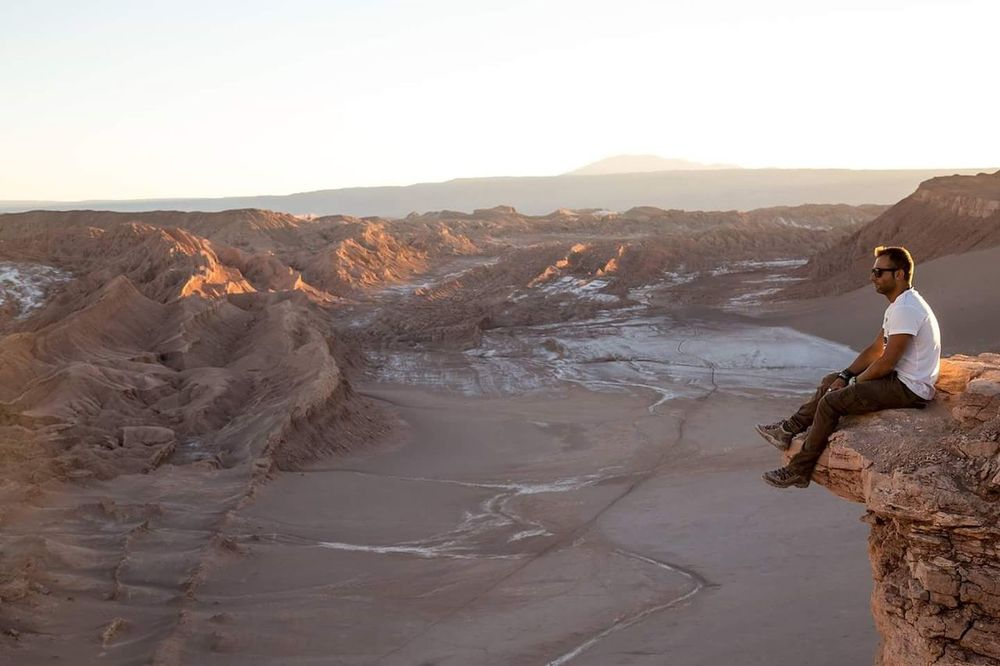 Osservando la Valle della Luna - Deserto di Atacama Adventure Nature Landscape Beauty In Nature Outdoors Wanderlust Waphaphotographer Globetrotter Desert Desertodoatacama çile Adventure Wild Livefortravel Phototraveller
