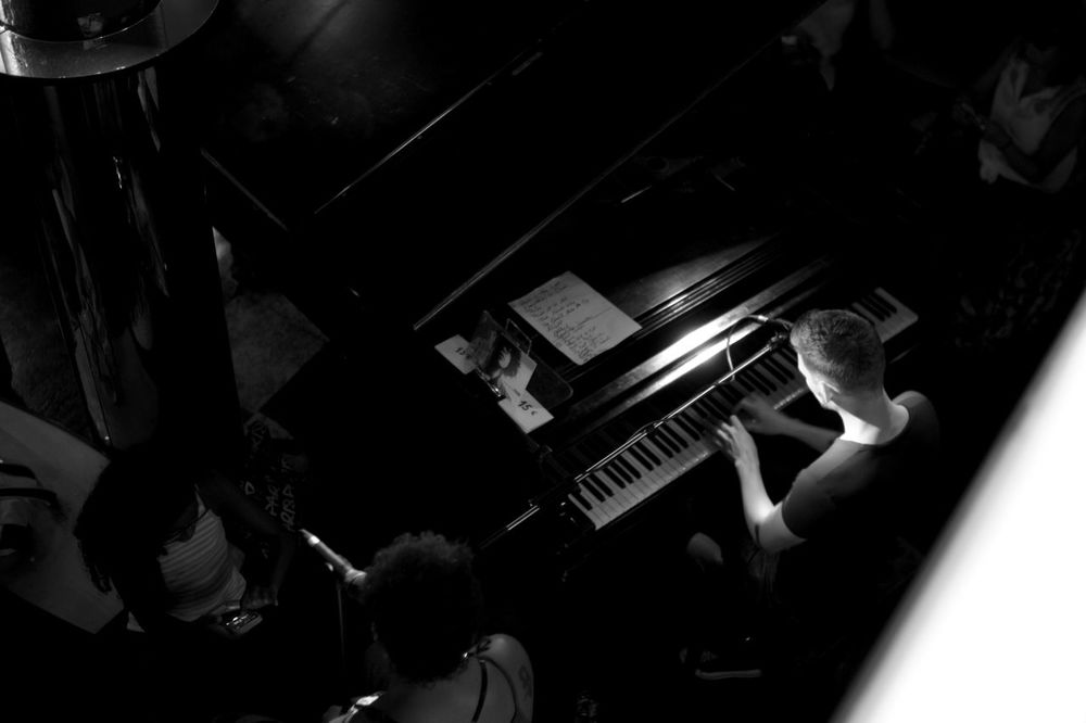 P I A N O M A N Shootblackandwhite Monochrome Monochromatic Mood Nokton35mm1.2 Photooftheday Photography Leica Black And White Leicalove Voigtländer Leica M8 Leicagirl Fastlens Brussels Photographylovers Blackandwhite Photography Bruxelles Piano Man In The Piano Loungebar