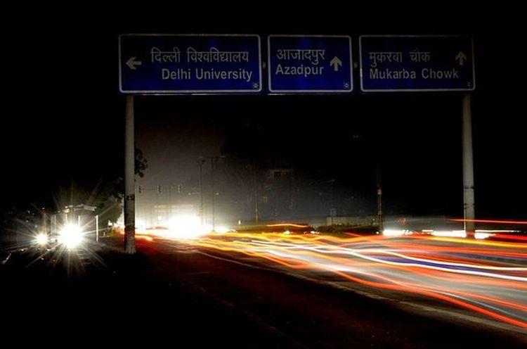 Darknight Lighttrails Delhiuniversity Universityofdelhi Streetofindia Street Red Yellow Jubileehall MallRoad Soiwalks _soi DelhiGram Delhi_igers DelhiStreets