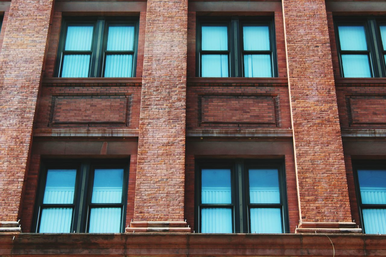 building exterior, window, architecture, built structure, day, outdoors, no people, low angle view