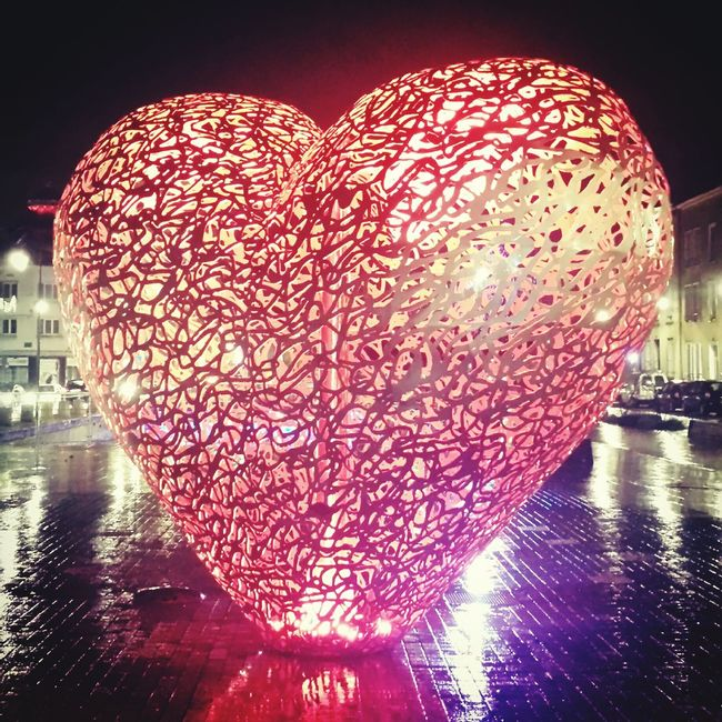 Stand Out From The Crowd Tourism Taking Photos Troyes Colors Colorful Red Heart