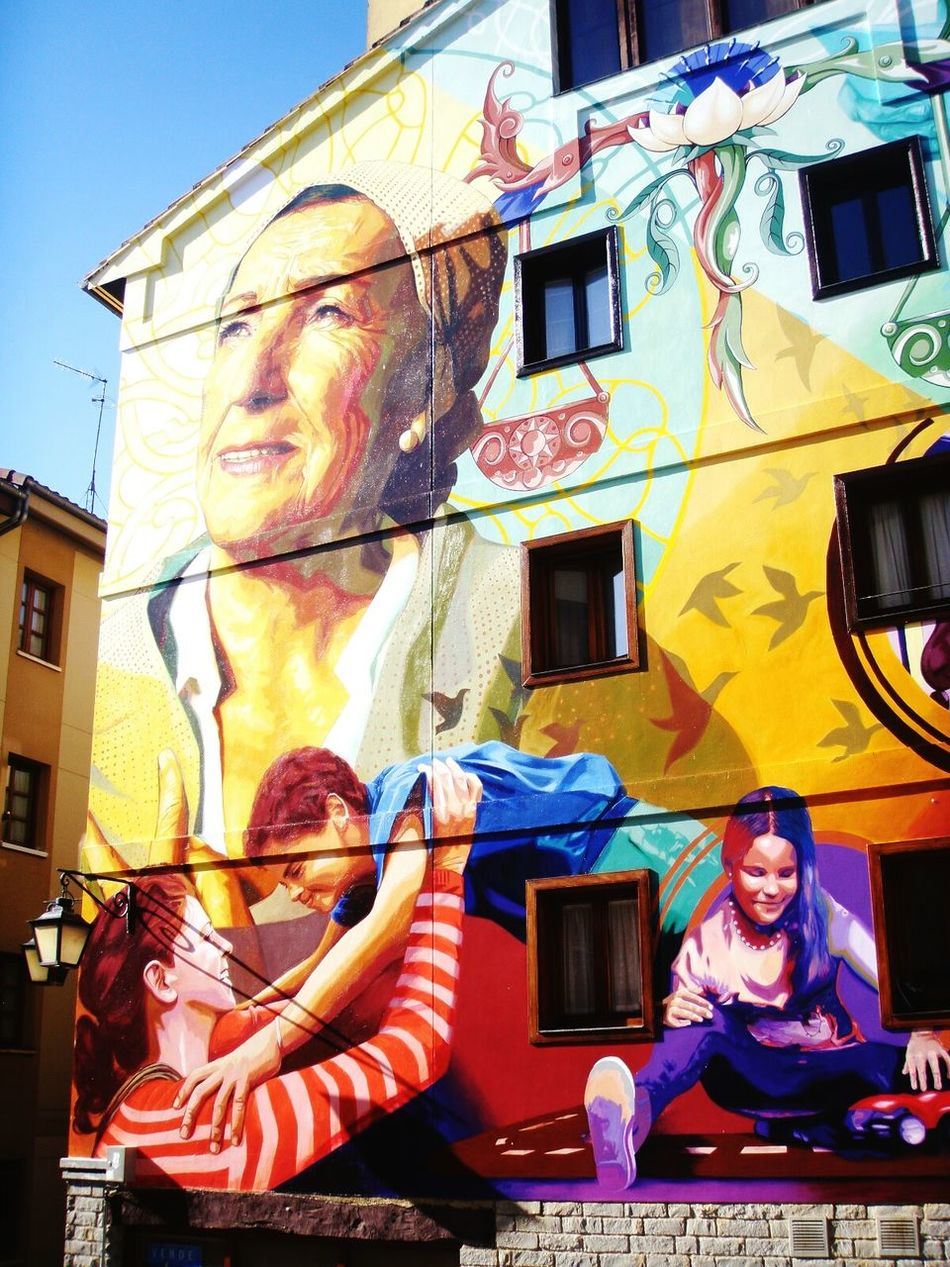 Building Exterior Architecture Multi Colored Artistas Urbanos Pinturasmurales Artist Love Wall Art Streetart Streetart/graffiti SPAIN Gasteiz Murales Vitoria Colours Art Kids Elderly Ages  Life