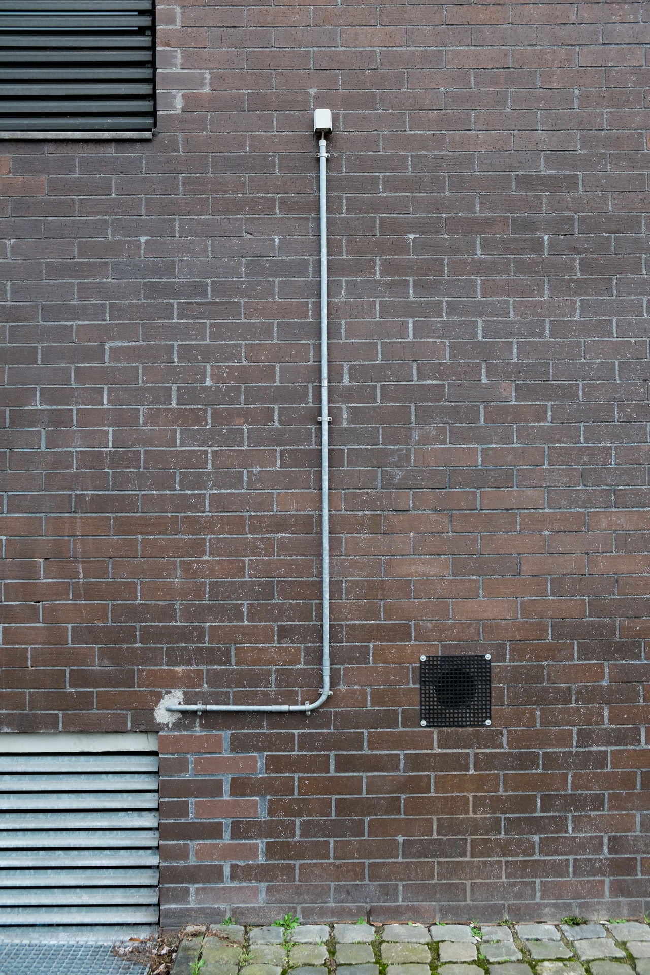 Long Line Brick Wall Cable Conduction Electricity  LINE Long Pattern Pavement Paving Stone Safety Through Hole Vent Slot Wall Wall - Building Feature Wire