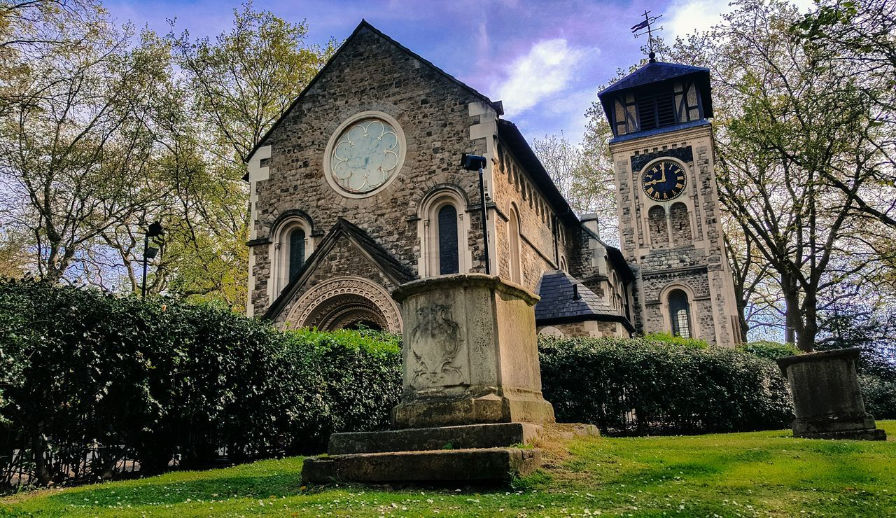 Church Churches Chapel 9oclock 9 Oclock 9 O'clock Clock London LONDON❤ Londonlife Londononly London_only Londonthroughmycam Architecture Architecture_collection Architecturelovers Archtectureporn Archilovers Urbanphotography Morning Mess Holy London Trip Holydays Old Buildings Postcode Postcards