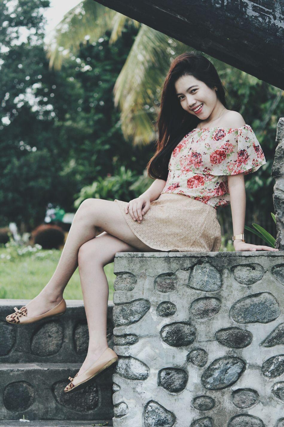 Beautiful Woman Outdoors One Woman Only Sitting Beauty Portrait Cheerful Happiness Filipino Filipina Filipina Beauty Filipino Pride✌ Philippines ❤️ Lovephotography  Cool Photooftheday Prettywoman Bonita