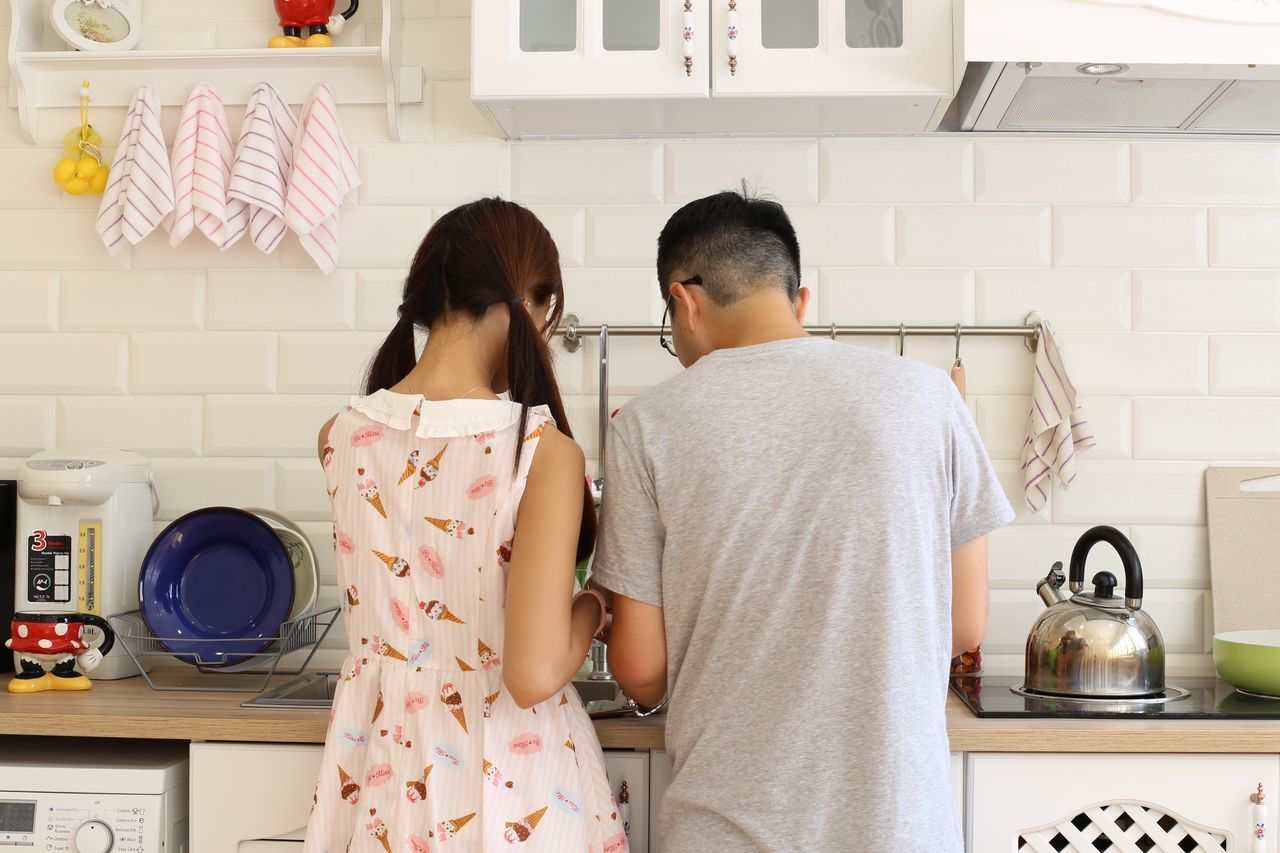 Beautiful stock photos of küchen, two people, domestic room, domestic kitchen, togetherness