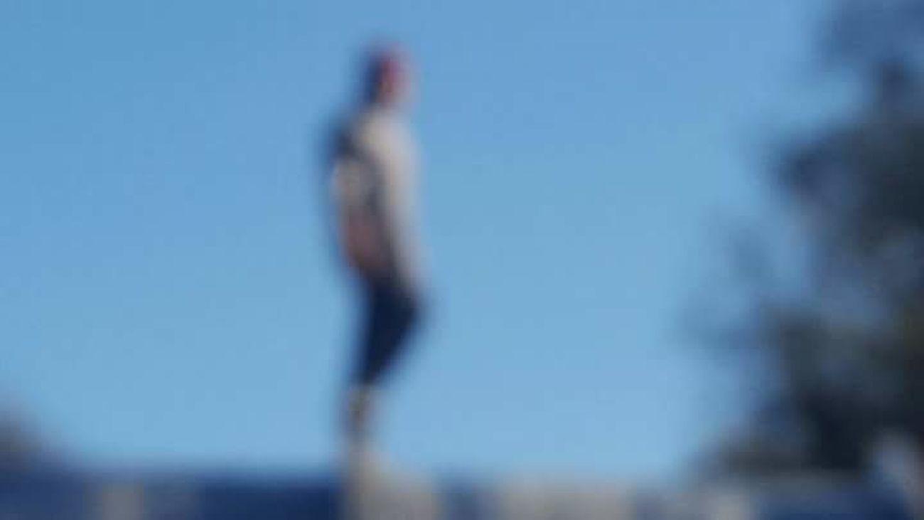 No hay mucho misterio, salvo el que encuentras quitandote las gafas Blurred Motion Defocused One Person Men People Sky Day Gorrito Desenfoque