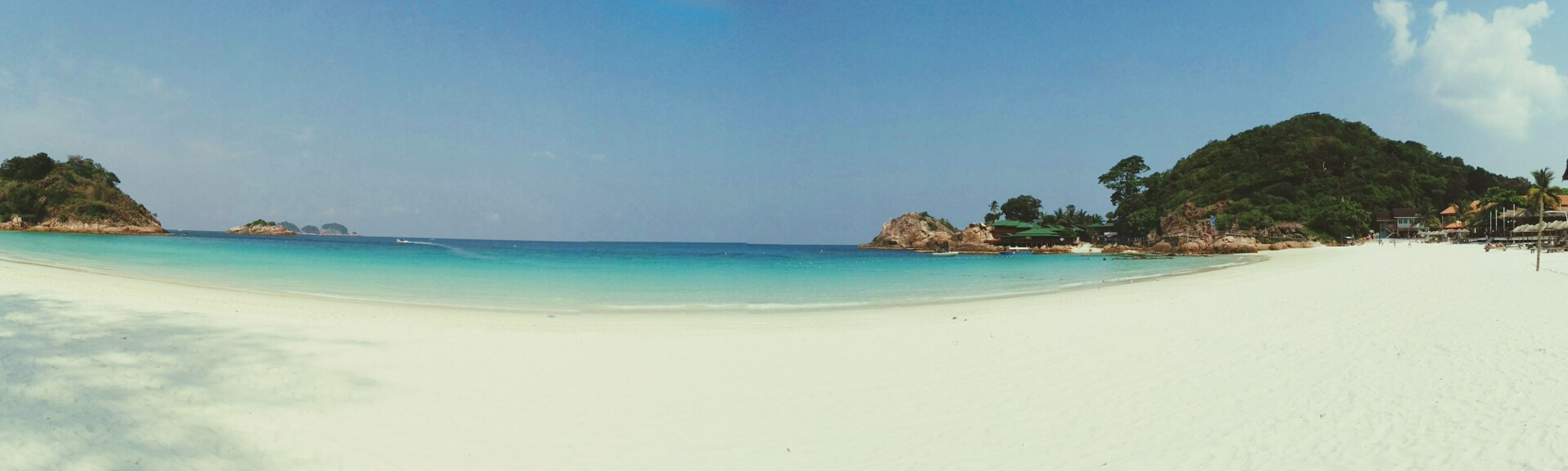 sea, beach, water, tranquil scene, horizon over water, scenics, tranquility, blue, beauty in nature, sand, shore, sky, nature, coastline, idyllic, clear sky, copy space, panoramic, day, vacations