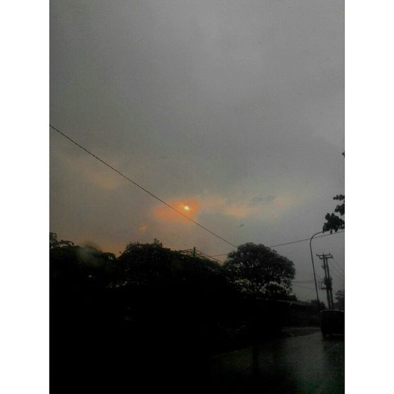 Sun in the Rain Outoffocus Rainy Lights Jingga Diantara Hujan Abuabu Bogor INDONESIA Afternoon Sunset Nature Sunrise_and_sunsets Silhouette Lenovotography Photooftheday Pocketphotography Journey Lzybstrd Photostory