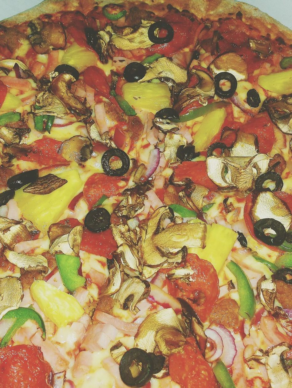 Known for its quality... Q Quality Show Us Your Takeaway Quality Food Fresh Ingredients Pizza The Works Pizza Papa John's  Fully Loaded Slices Of Ingredients Pizza Time Pizza Night Pizza Lover Pizza With All Ingredients Food Shot Foodie Eating Pizza