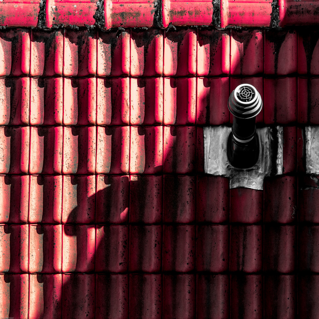 Revisit 025 Architectural Detail Architecture Close-up Composition Day Diagonal Minimalism Minimalz No People Outdoors Pattern Red Shadows & Lights Urban Geometry The Architect - 2017 EyeEm Awards BYOPaper! Premium Collection