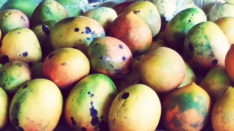 Mango , Fresh Produce , Farmers Market , Hawaii Hawaii Life Fresh Fruits Yellow Green Healthy Food Healthy Lifestyle Healthy Eating The Big Island Kawaihae Round Fruit Piles Of Fruit