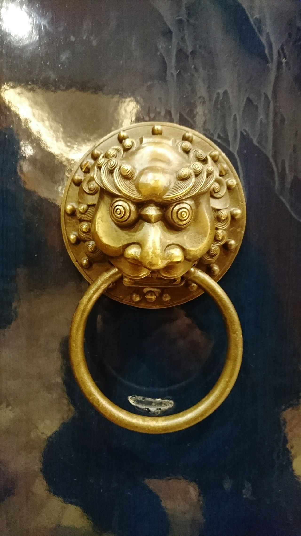Door knocker. Metal No People Antique Close-up Knocker Knocker Metalwork Knockers Black Black Color Metal Art Gold Color Lion Head Lion Art EyeEm Best Shots Eyeemphotography Sony Xperia Sony Photographer Photograph Malephotographerofthemonth EyeEm EyeEm Gallery EyeEmBestPics Photo Photos