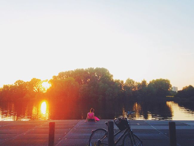 the last moment of summer // the first moment of autumn💕 River Sunset Girl Sweet Pink Nature Dreaming Cityscapes Riverside Sunlight Life Lifestyles Bicycle Sunshine Nature Photography Moments City City Life Outdoors Weather Sunny Day Cities At Night Enjoying The Sun Embrace Urban Life Enjoy The New Normal The City Light Women Around The World Long Goodbye