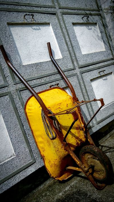 Tombs Tumbas Cemetery Photography Cementerio Cemetery Graveyard Camposanto Carreta Cart Tumbril Construction Cart Garden Barrow Wheel Barrow Push Cart Carrier Barrow Dirt Yellow Rust Oxidado Rusty Cemento Concrete Cement Rust Metal