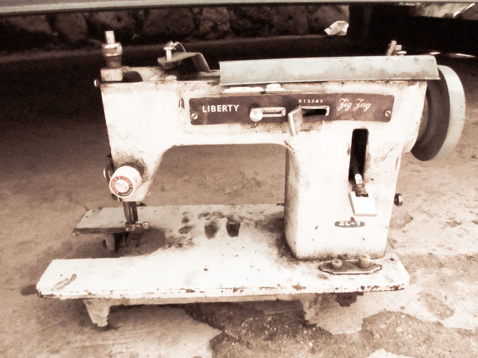 Antiguo Antique Deterioration Dirty Focus On Foreground Machine Part Machinery Maquina De Costura Old Past