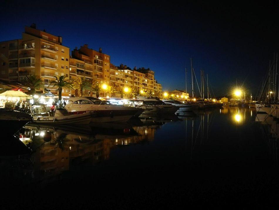 Marché artisanal nocturne 🌃⛵🌙 Nuit Night Boat Harbor Port Hyereslespalmiers Hyerestourisme