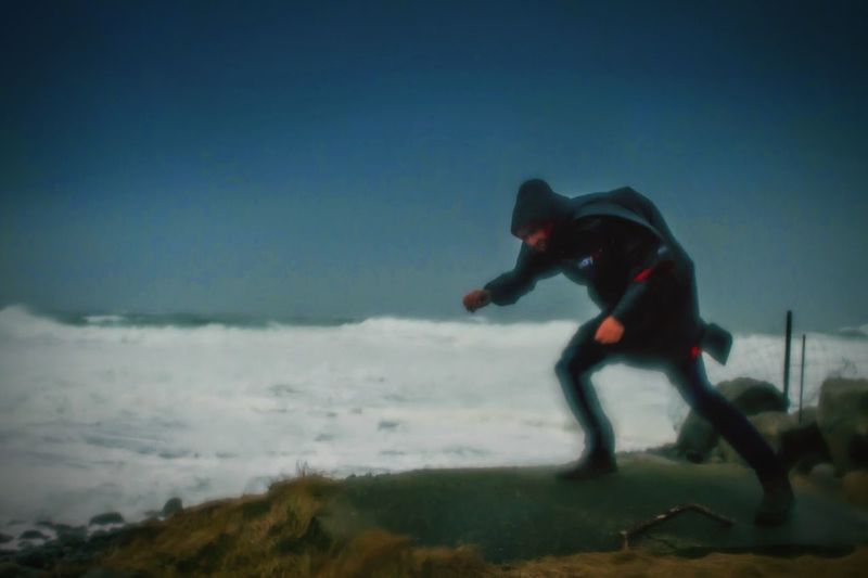 Wind gusting 68 knots