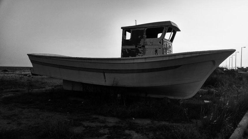 Ship Wreck Black & White