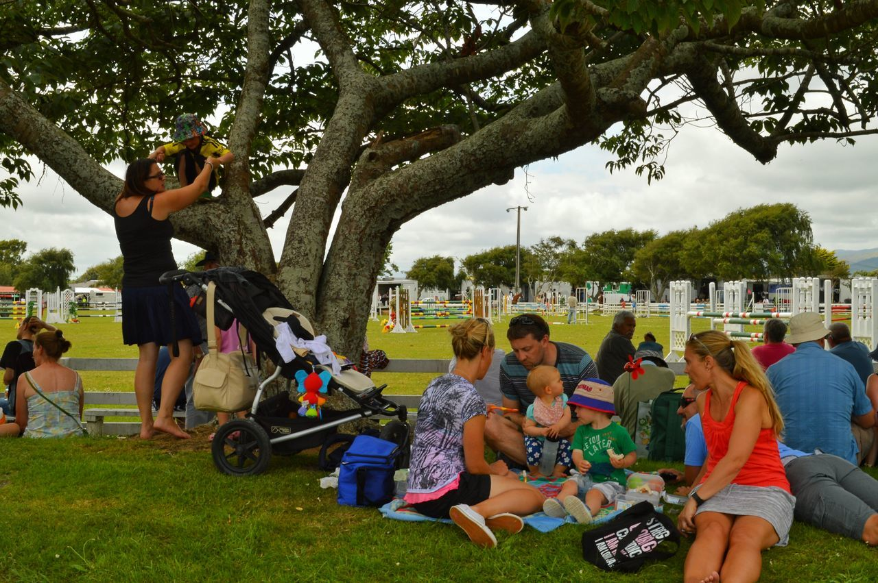 Family day out 👍🙋😊👼 Family Day Out Enjoying Life Enjoying The Sun Sitting Outside In The Shade Under A Tree Friends And Family At The Show Enjoying The Sights Hello World People Watching People Photography Group Of People Getting Inspired Eye4photography  Showcase: February Photography New Zealand Scenery EyeEm Best Shots Good Morning Tadaa Community Levin Check This Out Laying Down