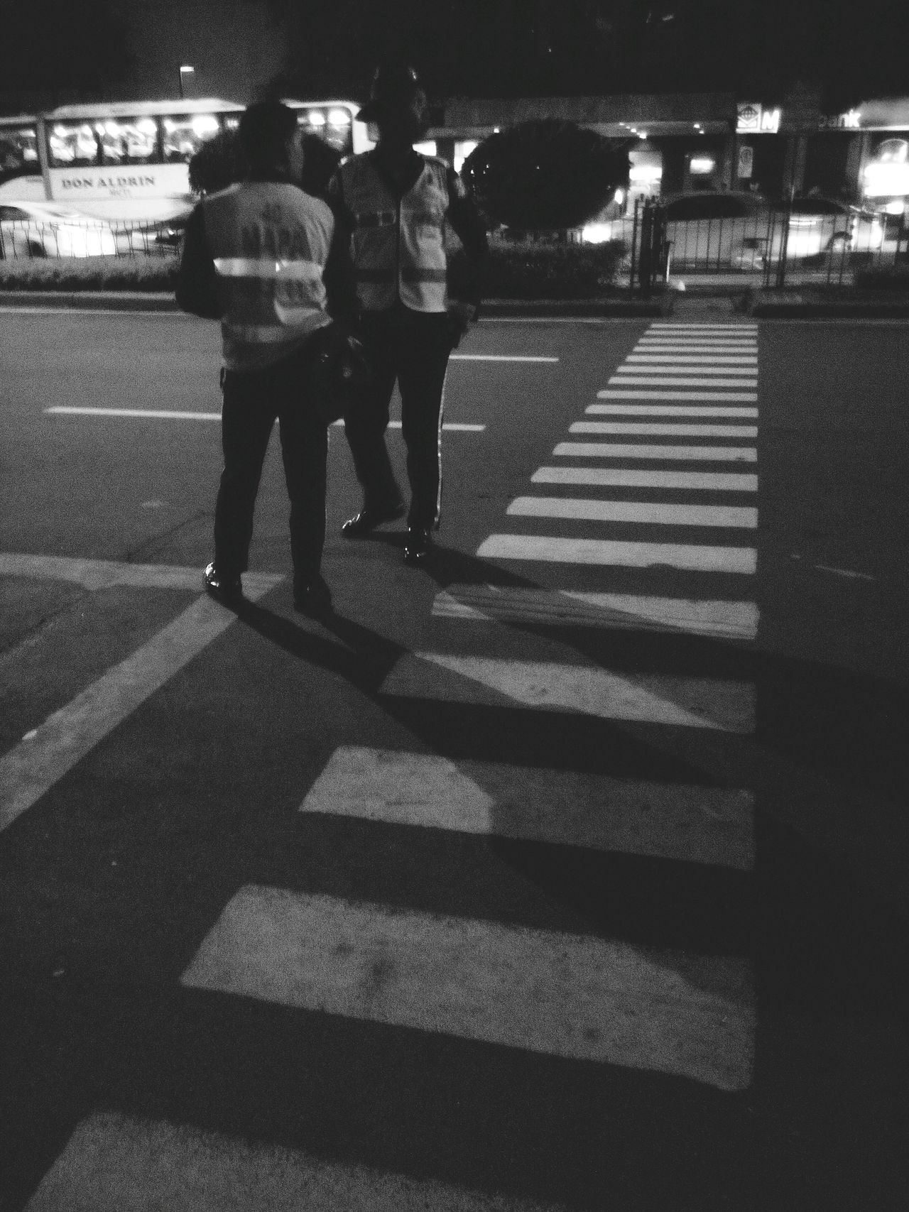 Mapsa Makati Mapsa Pedxing Pedestrian Crossing Black And White Night Time Traffic Enforcer
