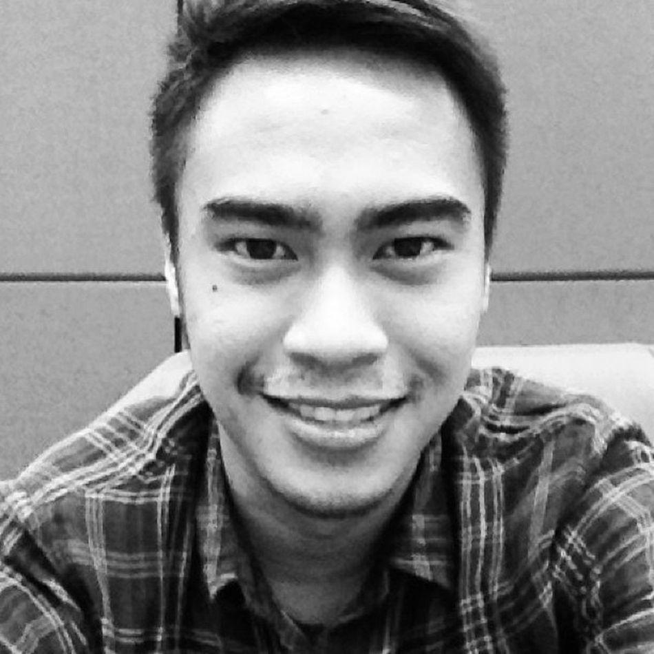 """While waiting for my last meeting of the day, how do I look?"" Selfie Selfportrait Asian  Asianboy tagsforlike photooftheday ig igersmanila manila manilaboy instagram"