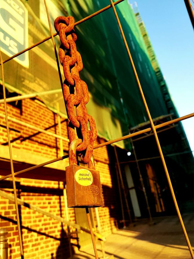 Pedlocks On Chain Vorhängeschloss Sonnenuntergang Urban Urbanphotography Urban Photography Essen Urban Reflections Urbanstyle Essen City 43 Golden Moments