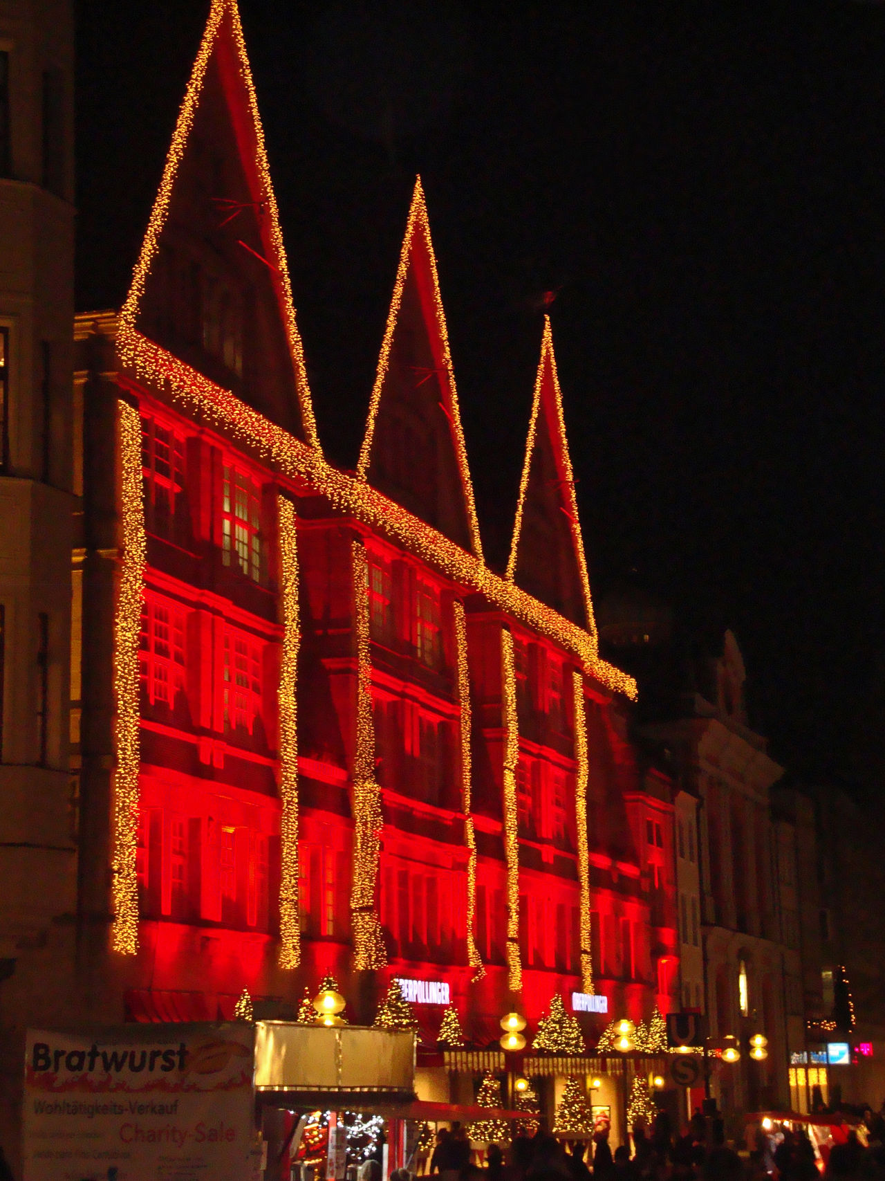 Building Christmas Decorations Christmas Decorations💙❤️ Christmas In Munich Christmas Lights Christmas Lights!  Festive Festive Season In Munich Munich Munich Architecture Munich Christmas Munich Christmas Decorations Munich Christmas Lights Munich Festivities Outdoors Red And Gold Lights Red Light