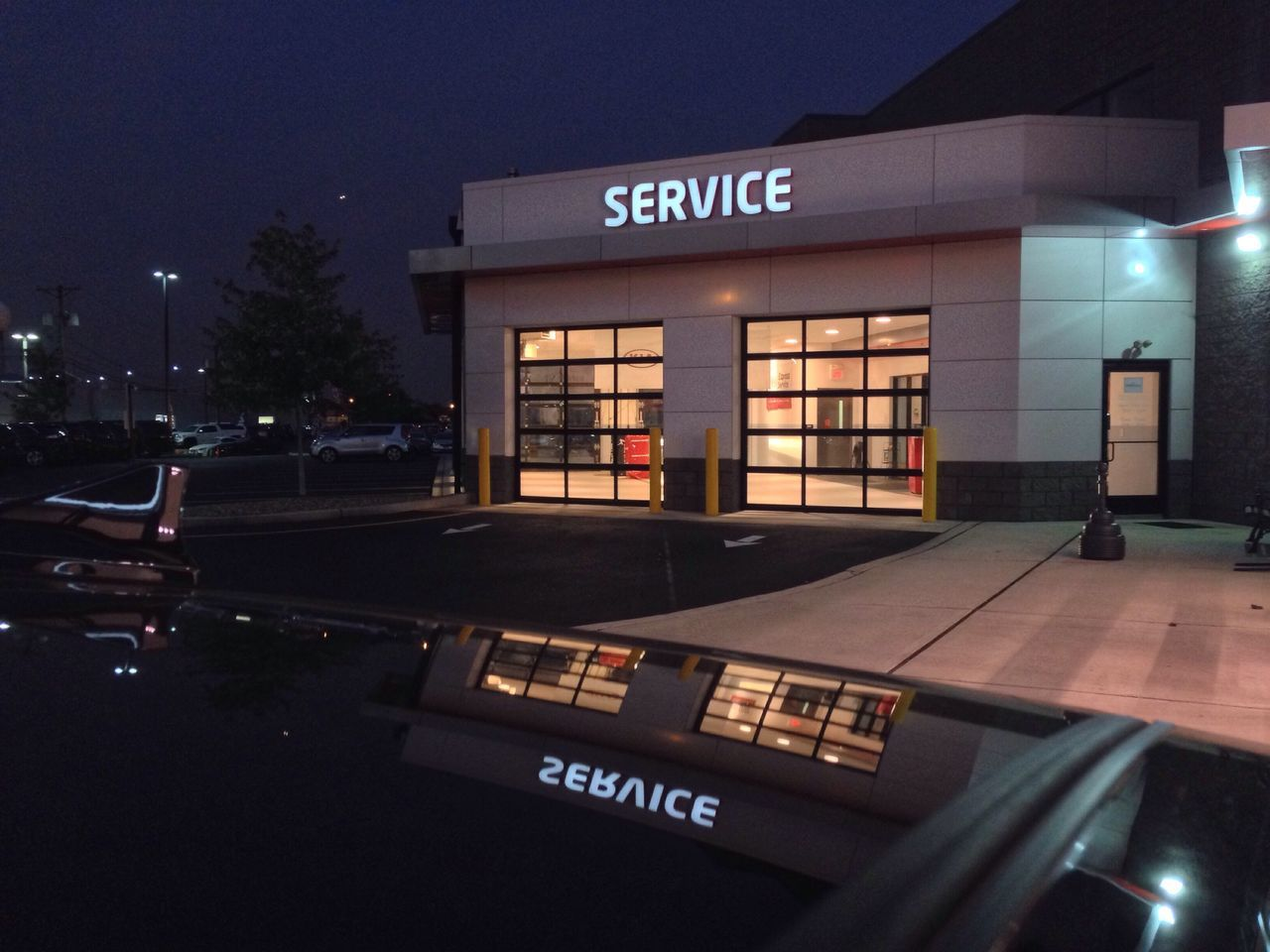 Service Service Bay Garage Garage Door Service Drive Garage Doors Service Cars Car Dealership Service Car Dealership