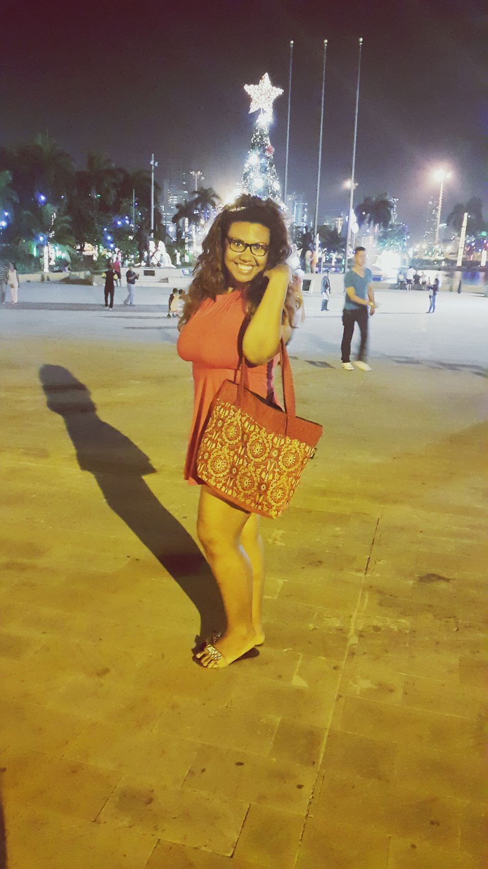 Walking Around Saturdaynight 🍹🍸 Cartagena the old city and the lady in red with a turkish Handbag  ! Gypsy hippie ! ??