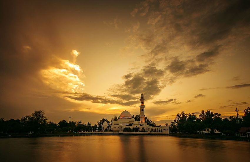 Kuala ibai most popular mosque.. Travel Destinations Cloud - Sky Sunset Vacations BYOPaper! EyeEm Best Shots - Nature Tropical Climate Nature's Diversities First Eyeem Photo Sunset_collection EyeEmBestPics EyeEm Team Tranquility Getting Inspired EyeEmNewHere Silhouette Dramatic Sky EyeEm Masterclass Beauty In Nature Travel Photography EyeEm Premium Collection Mosque Minaret Floating Mosque Terengganu Paint The Town Yellow