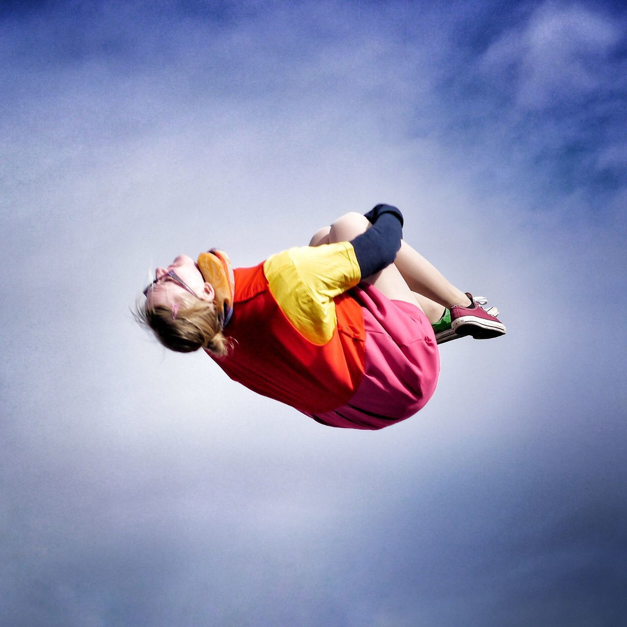 full length, vitality, adults only, mid-air, one person, sky, young adult, freedom, jumping, one man only, agility, people, adventure, adult, challenge, outdoors, sports clothing, only men, day, parachute