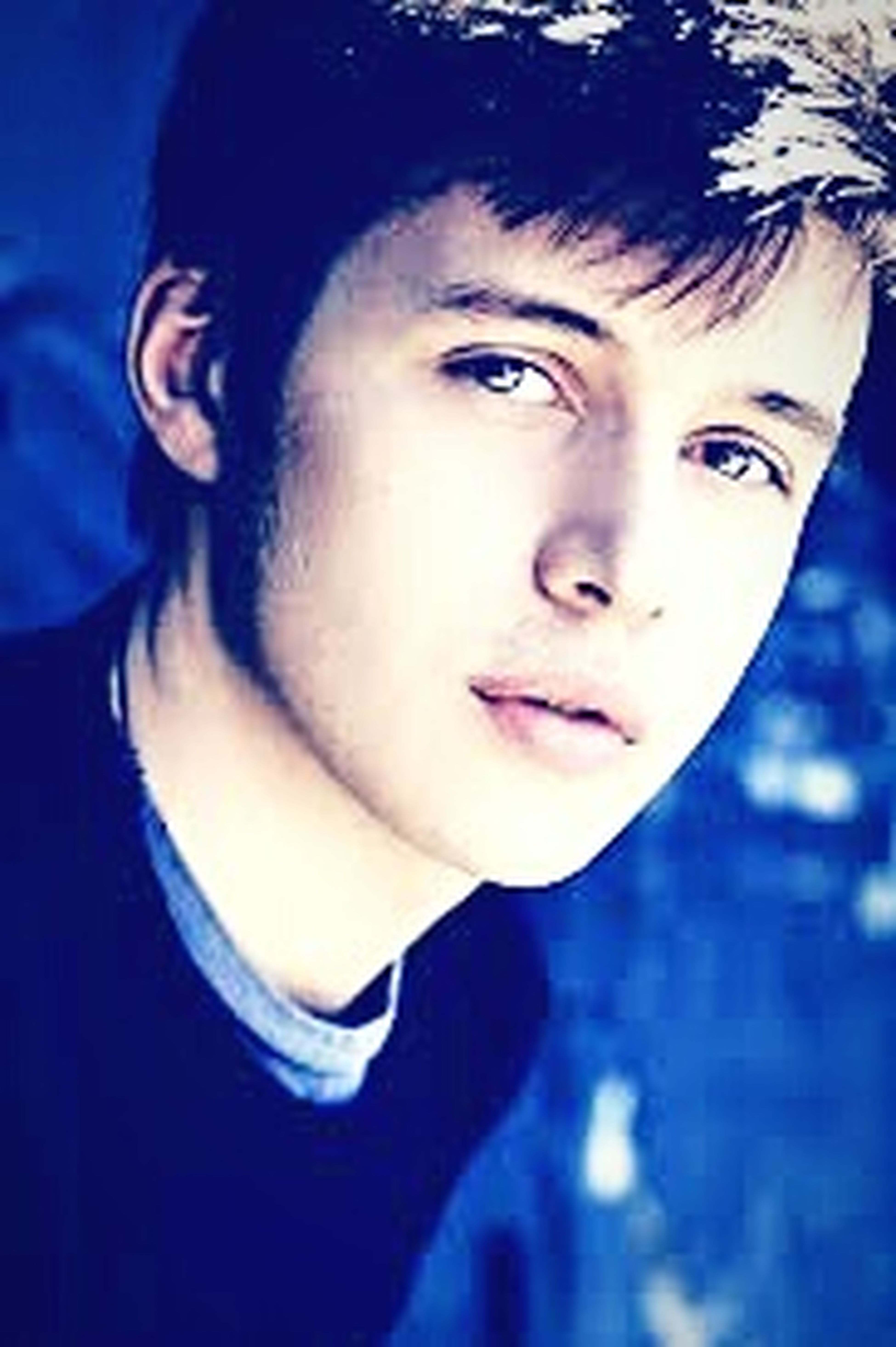If you saw the movie Jurassic World, ( i did saw it 3 times) and follow him on twitter he calls us who are a fan of him TeamNickRobinson and lets just say that im proud to be part of the TeamNickRobinson 😊