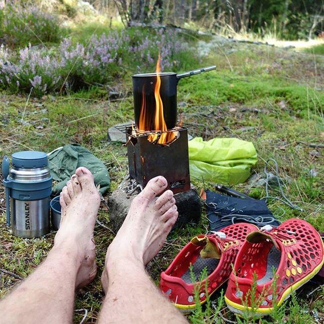 Good morning, better get your brews boilin' Stanley Stanleyness Ortlieb Vivobarefoot vivoultra barefoot künzi bushcooker morningcoffee coffee