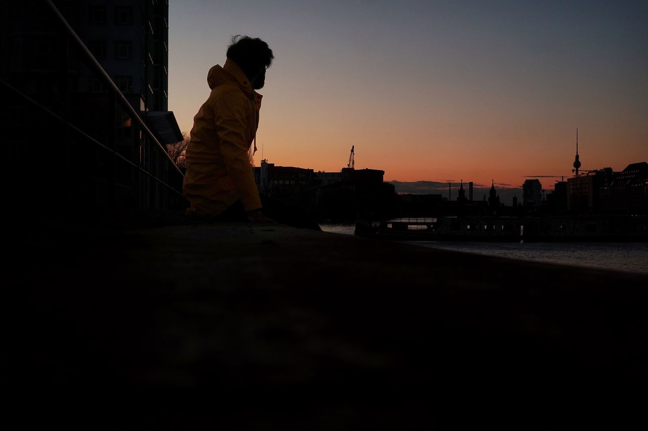 Silhouette Full Length Real People Sunset One Person Built Structure Building Exterior Architecture Lifestyles City Sky Outdoors Men Night Young Adult Adult Adults Only People Berliner Ansichten Cityscape Berlin Photography Berlin City Real Photography