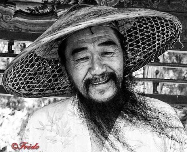 Plus Vrai Que Vrai Smiling Looking At Camera Portrait Lifestyles Streetphoto Streetphotography City Life Beijing Street City Beijing, China Street Life Shotoftheday China Photos Streetphoto_bw Sourire. BEIJING北京CHINA中国BEAUTY