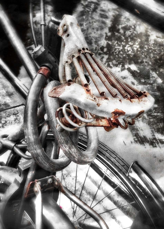 """Nº4. An old rusty bike seat skeleton... """"bike Weak"""" Cities_collection Shootermag EyeEm Best Edits"""