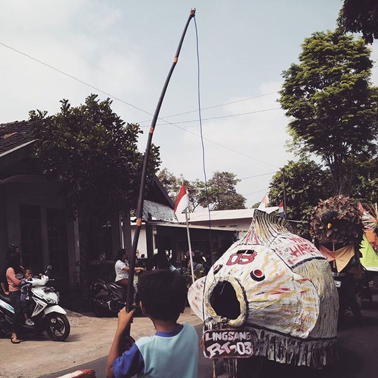 I want fishing ( mancing lingsang ) Just a moment in carnival 🙋🎋🐟 Resnapshoot Instapic Instamoment Instacarnival Instaparade Instalike Instagood Carnival Traditionalcarnival Culture Moment Like4like Likeforlike Latepost Kranggan Temanggung Java INDONESIA