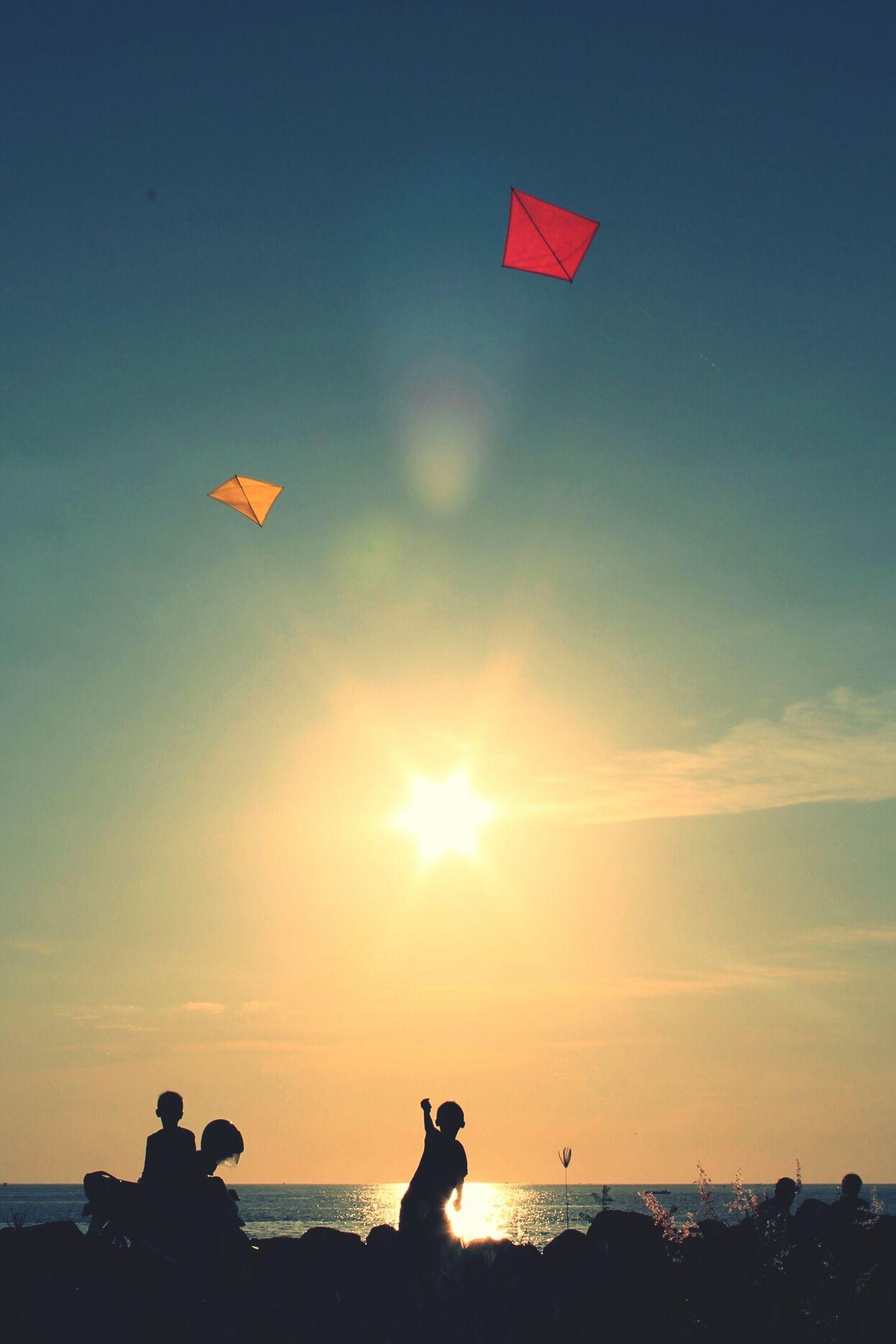 Bermain layang-layang. EyeEm Manado Sunset SilhouettesWeatherPro: Your Perfect Weather Shot