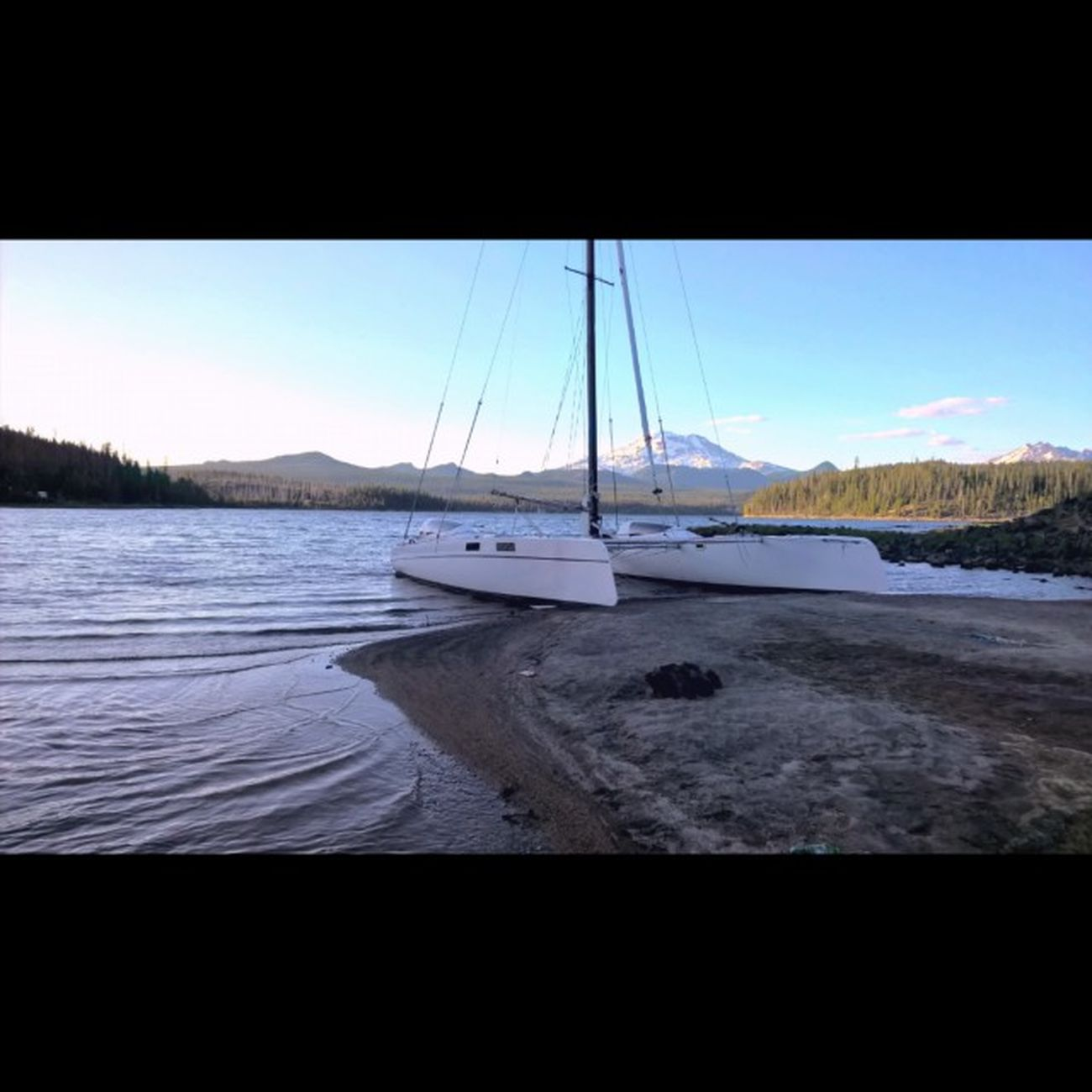Haha I thought this was a really sick Catamaran ... Boat Cascades Cascadelakes ShotOnMyLumia  Follow LumiaLove Love Southsisters Me New Getoutside Greettheoutdoors Theoutbound Lumiagraphy Bend Visitbend Exploregon PNW Thepnwlife PNWonderland Westcoast_captures Landscapes Summertime