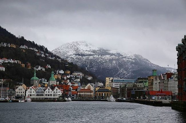 Bergen Norway Bergen Norway Travel Houses Harbour Mountains Snow Photooftheday Photography Photo Bedt Bestoftheday Industrial Instagood Instamood Canonnederland @canonnederland @thetravellightworld