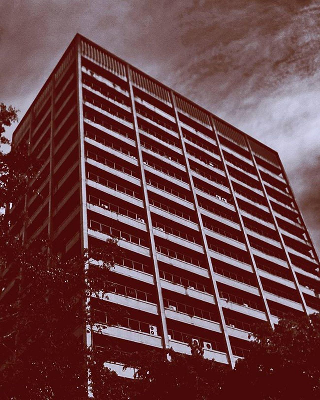 Ahí, donde siempre estoy. CentroPlaza Altamira Family Architecture Juno Red Blue Light Cloud Caracas Work Office Rhythm Photography EvolutionIII Huawei