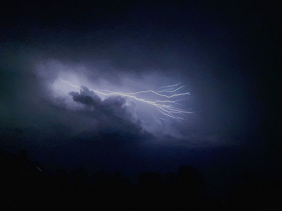 Light Dramatic Sky Cloudy Nature No People Lightning Lightning And Thunder Lightning Behind Clouds
