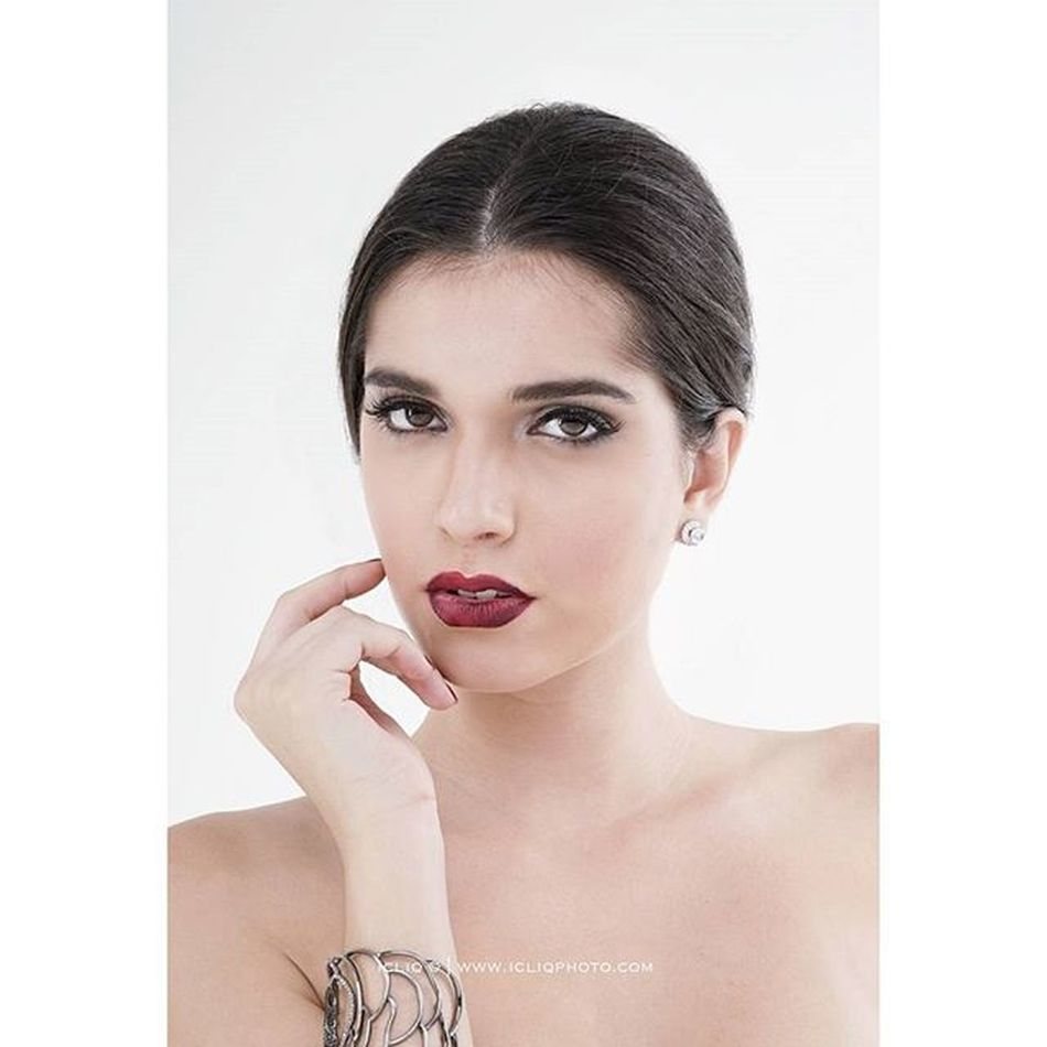 The beauty of @mariifigueiredo Mua @kenshielie Photo @welky Agency @twentyonemm_mgt For @supermodel_boutique Icliq Icliqphoto Beauty Potrait Sonyimages Sonya7 Zeiss 55mm 5518za @sonyimages