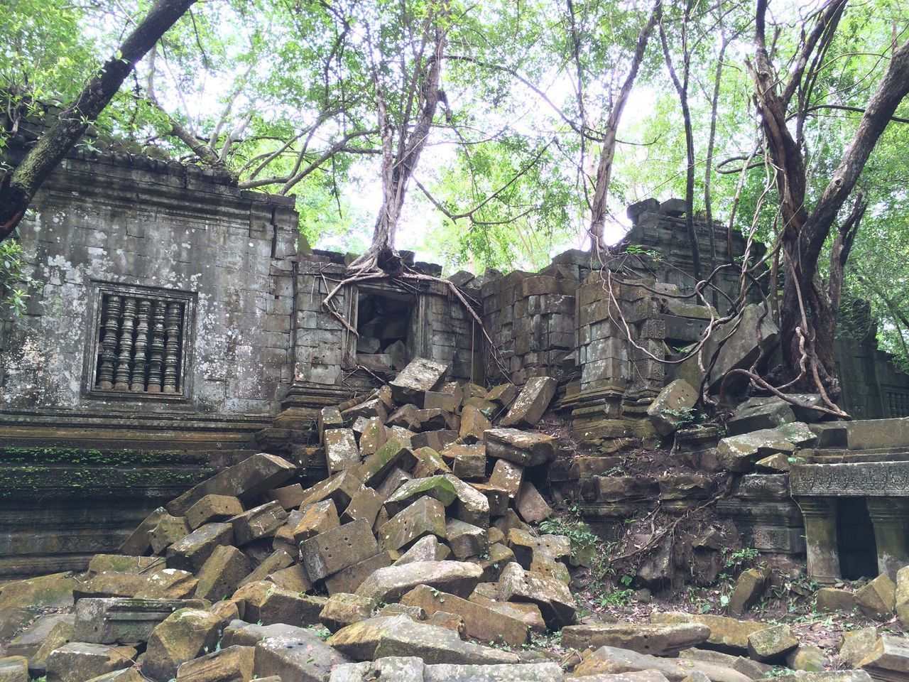 Cambodia Bengmealea Ruins Rapyuta