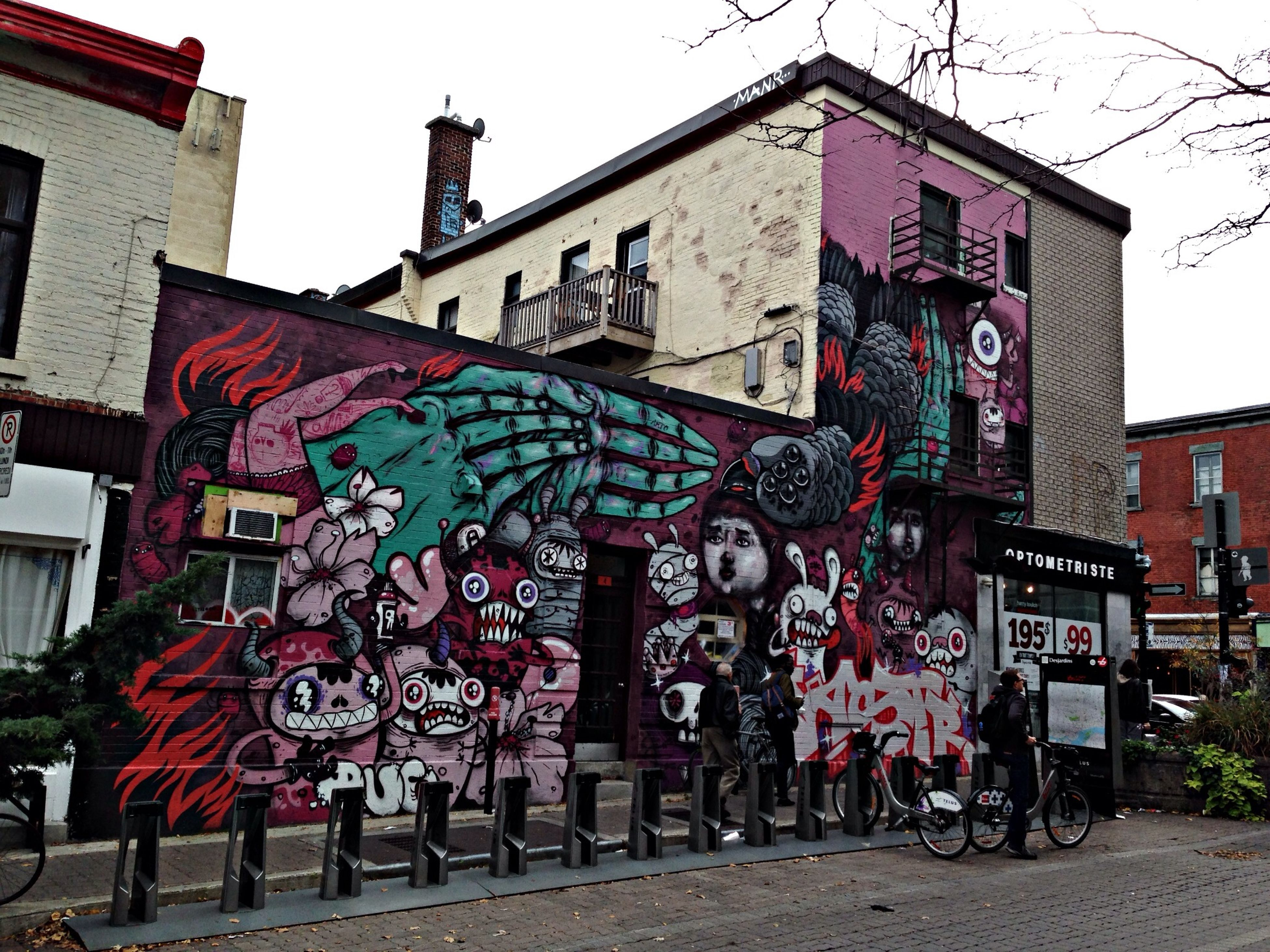 Graffiti Astro see Trashbonbon.ca