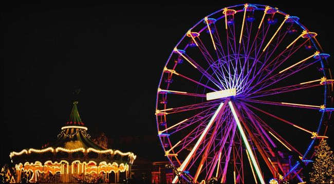 Ferris wheel at the Maastricht Christmas market.Maasmalephotographerofthemonth Nightphotography Traveling Light